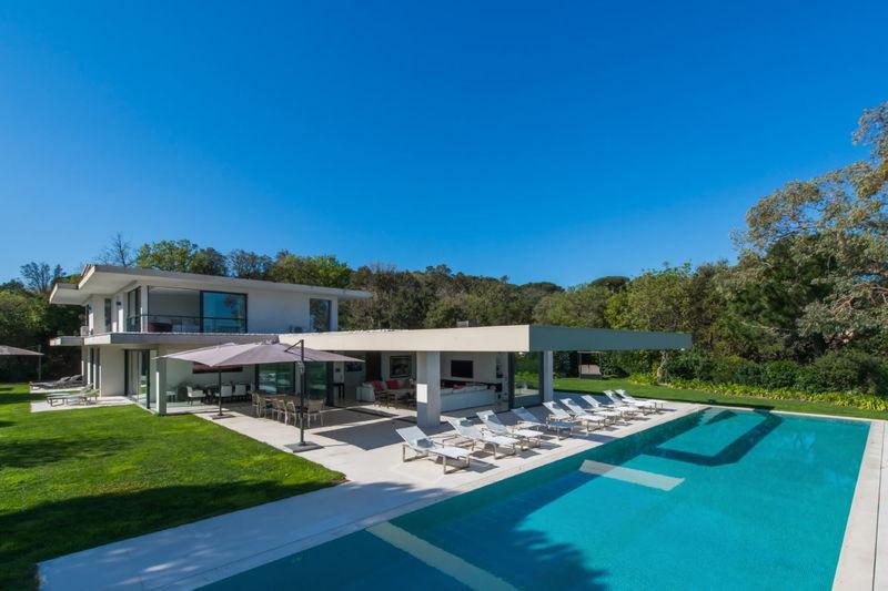 Maison contemporaine Ramatuelle Proche plages,  Location saisonnière maison contemporaine  8 chambres   550m²