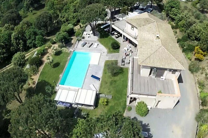 Contemporary house La Croix-Valmer Proche centre ét plages!,  Vacation rental contemporary house  5 bedrooms   220m²