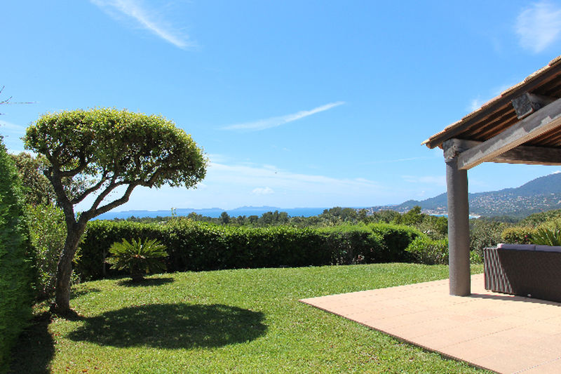 Villa La Croix-Valmer Proche centre ét plages!,  Location saisonnière villa  5 chambres   180m²