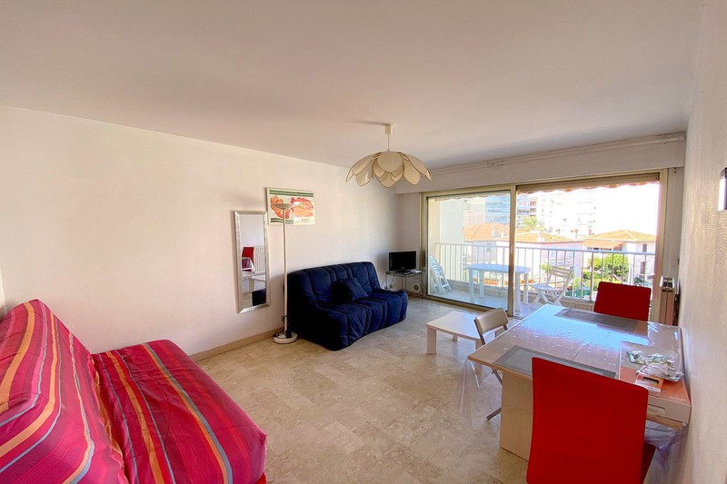 Photo n°1 - Location appartement Juan-les-Pins 06160 - 850 €