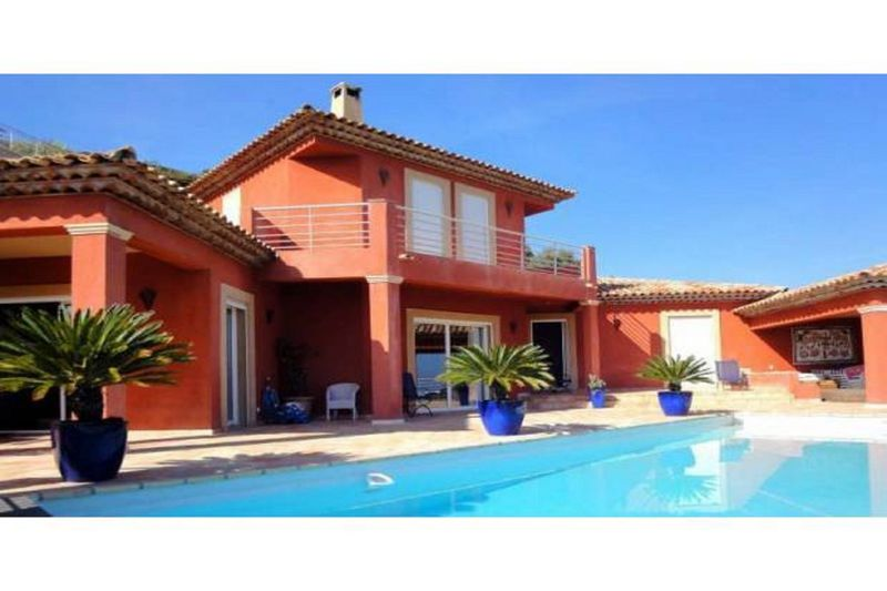 Villa Sainte-Maxime   achat villa  5 chambres   200m²