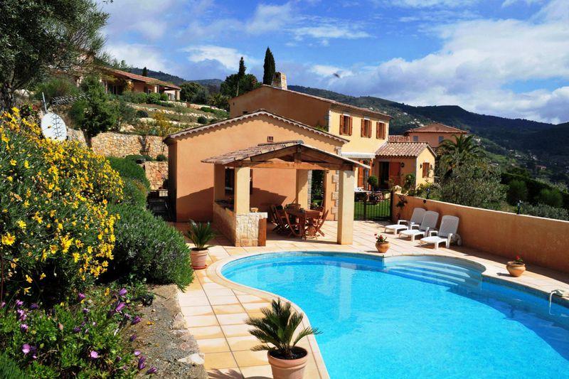 Villa Seillans   achat villa  4 chambres   237m²