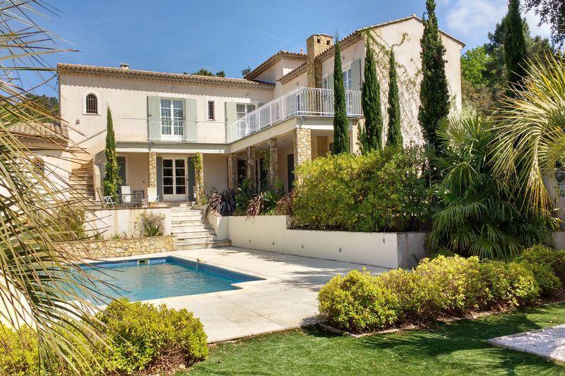 Photo Villa provençale La Garde-Freinet   achat villa provençale  4 chambres   250m²