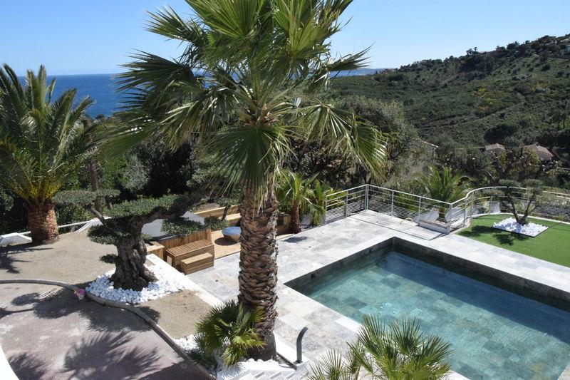 Photo Villa Les Issambres  Location saisonnière villa  5 chambres   250m²