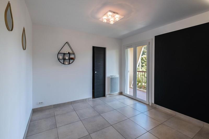 Photo Appartement La Seyne-sur-Mer   achat appartement  5 pièces   100m²