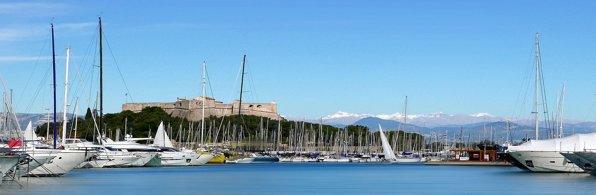 Le port et le Fort Carré à Antibes