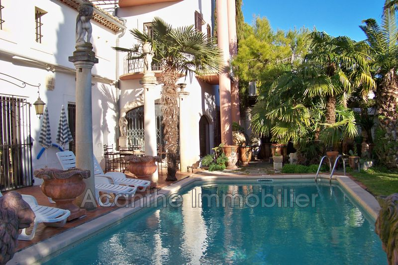 Photo n°1 - Vente maison de village Tarascon 13150 - 745 000 €