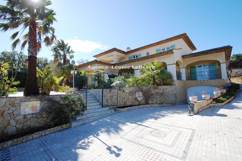 Photo Villa Les Issambres   to buy villa  5 bedrooms   210 m²