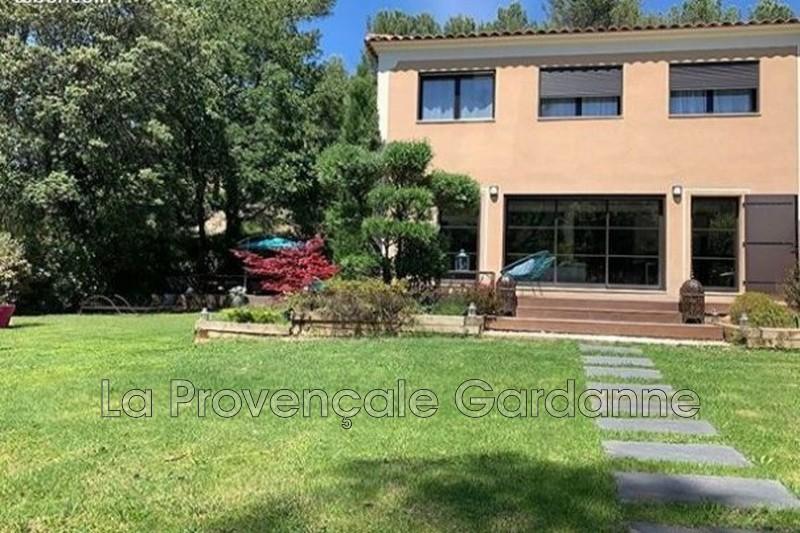 maison  4 pièces  Simiane-Collongue Proche village  145m² -