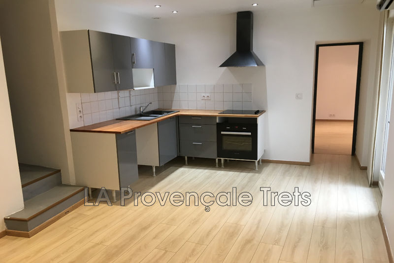 appartement  2 rooms  Trets Downtown  39 m² -