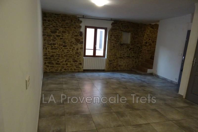 appartement  3 pièces  Trets   60m² -