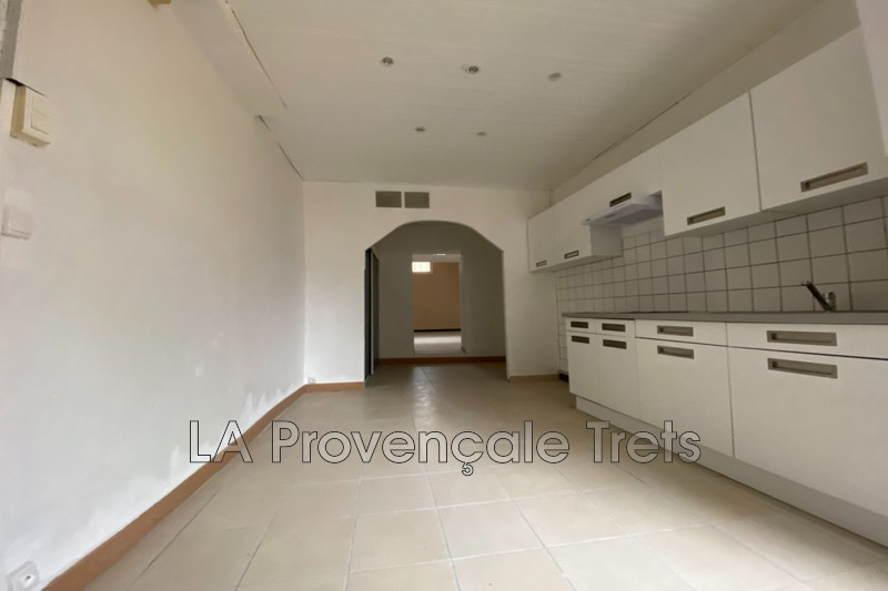 appartement  3 rooms  Trets   61 m² -