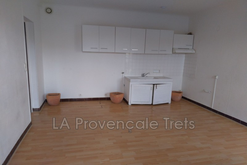 appartement  2 rooms  Trets   39 m² -