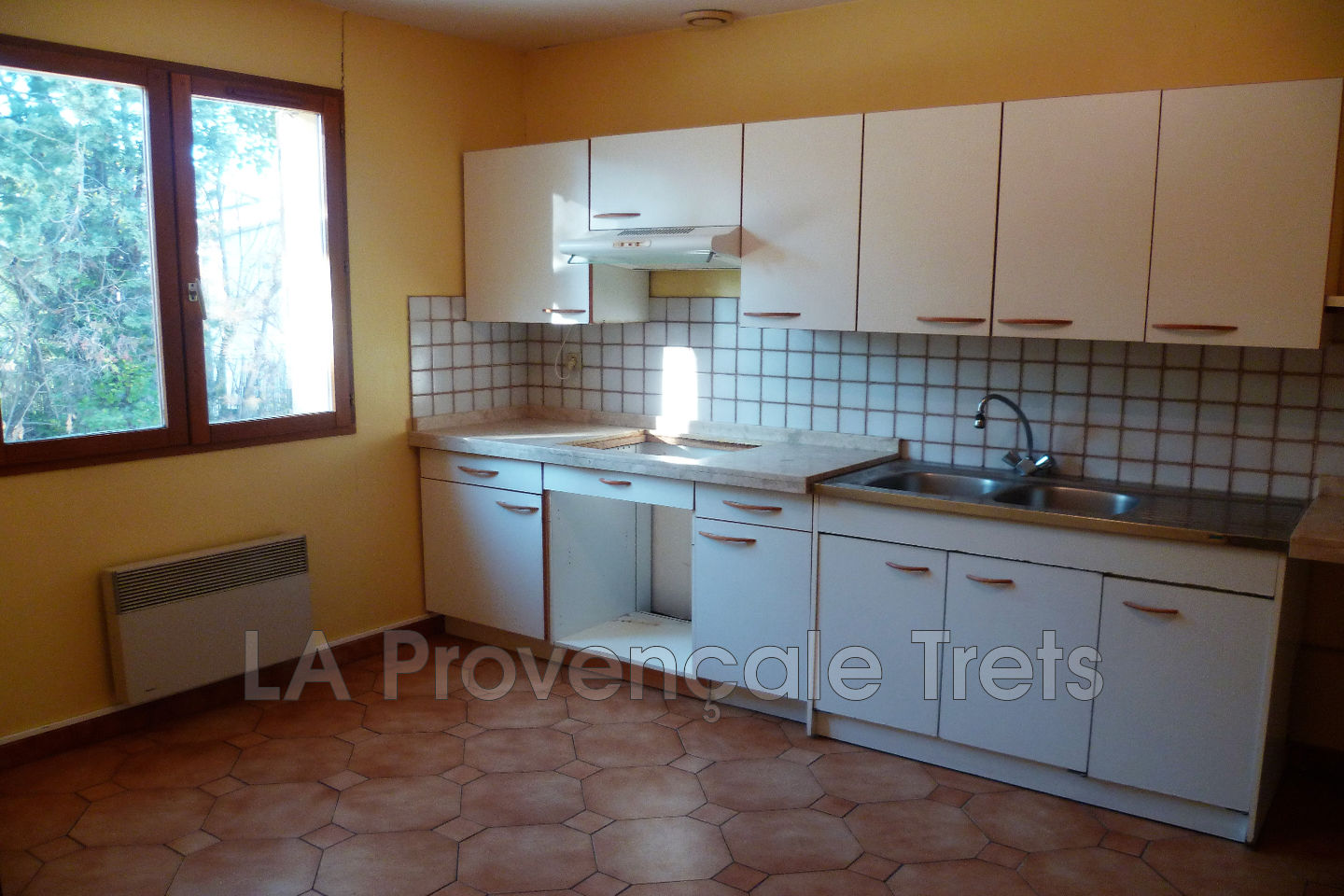 House Trets to buy house 3 bedrooms 90 m²