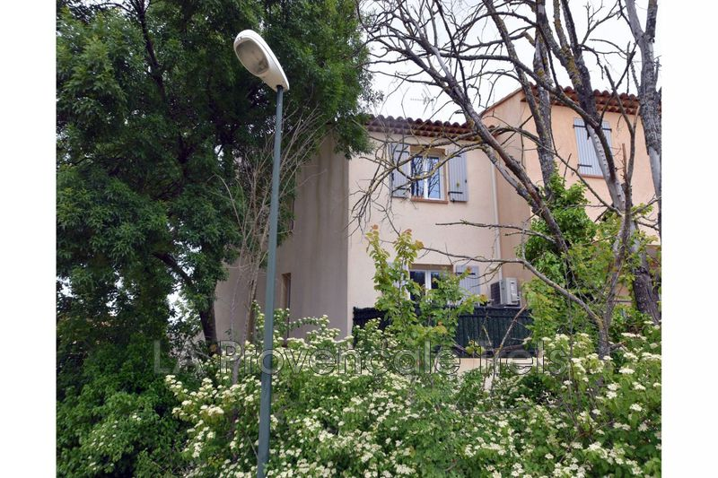 maison  4 pièces  Pourcieux   95m² -