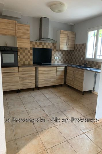 Photo Maison Saint-Maximin-la-Sainte-Baume  Location maison  3 chambres   100 m²
