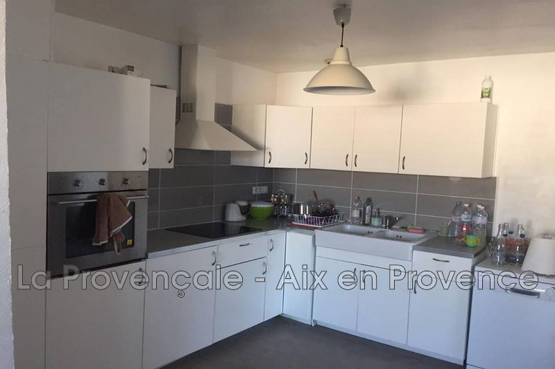 Photo Appartement Trets Centre-ville,  Location appartement  3 pièces   72 m²