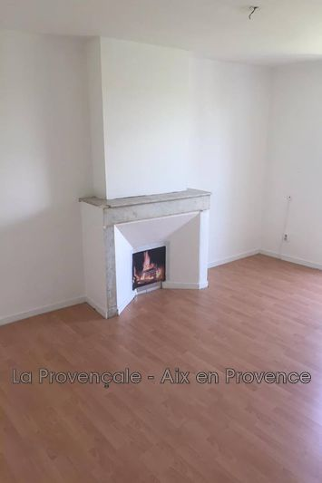 Photo Appartement Trets Centre-ville,  Location appartement  1 pièce   28m²