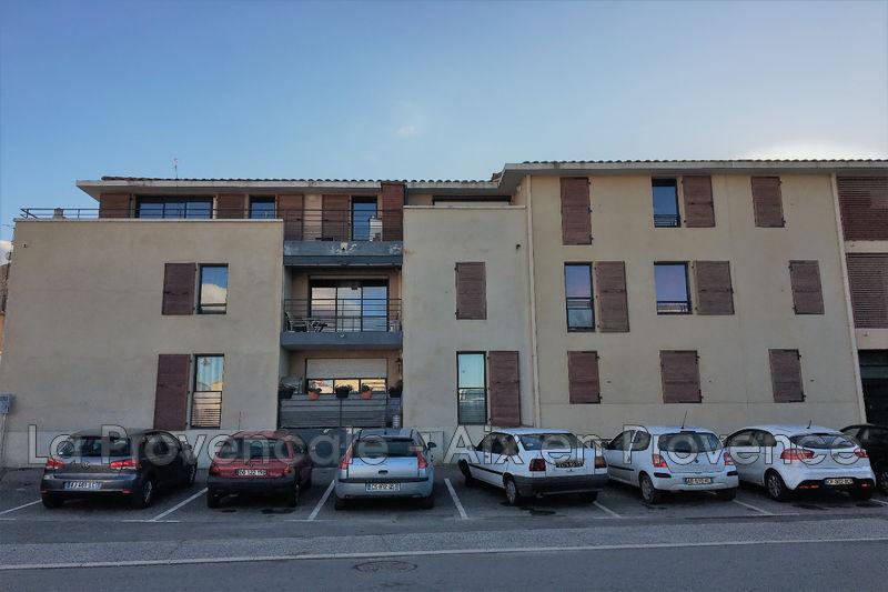 Photo Appartement Trets Village,  Location appartement  2 pièces   46m²