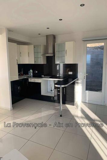 appartement  3 pièces  Meyreuil   65m² -
