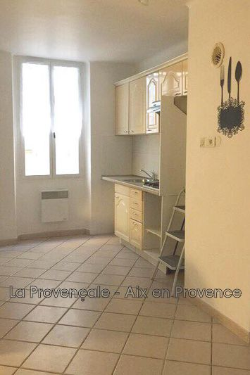 appartement  3 rooms  Trets Downtown  75m² -