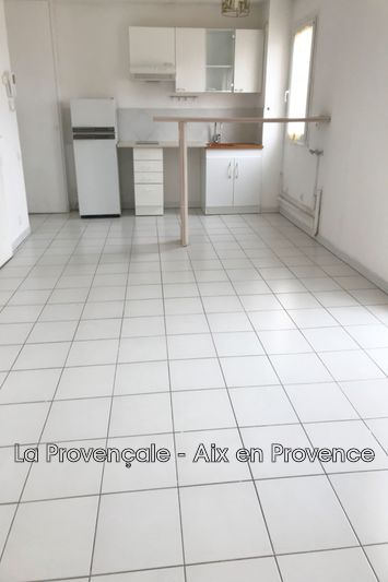 Photo Appartement Trets Centre-ville,  Location appartement  1 pièce   28 m²
