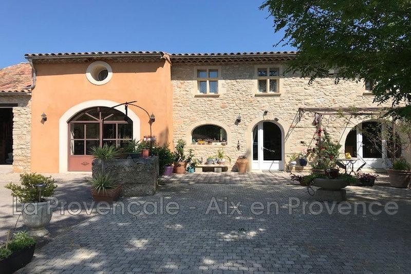 maison  6 pièces  Aix-en-Provence Village  260m² -