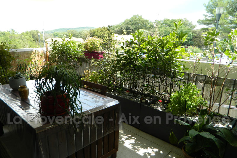 Photo Appartement Simiane-Collongue Village,   achat appartement  3 pièces   68 m²