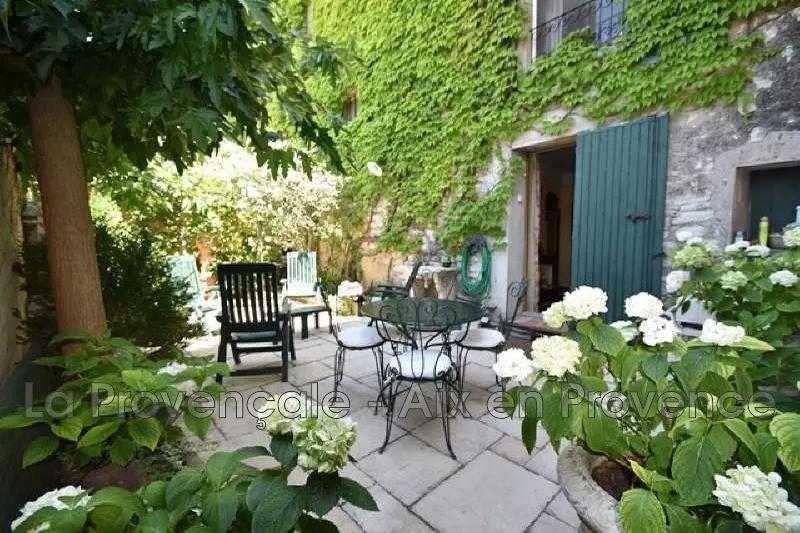maison  10 pièces  Eguilles Village  240m² -