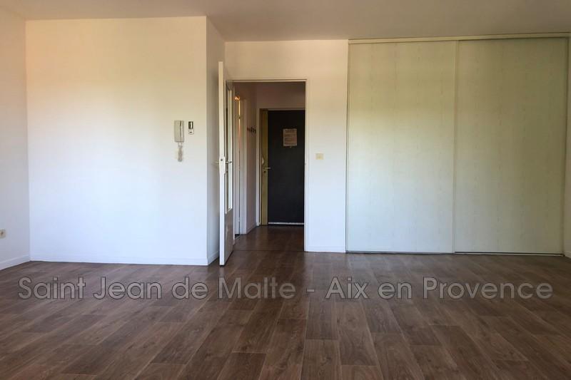 Photo Appartement Aix-en-Provence A moins de 5 mn en voiture du centre ville,  Location appartement  1 pièce   34m²