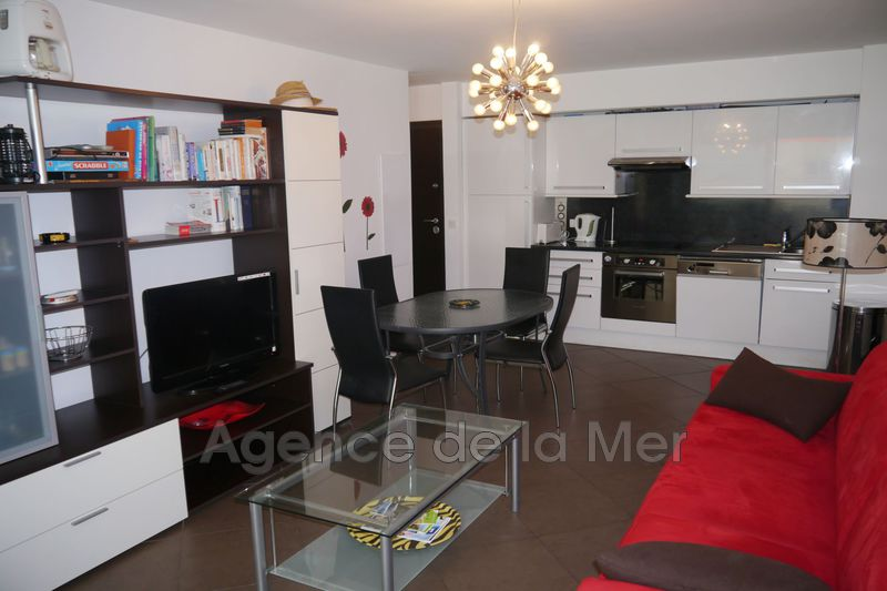 appartement  2 rooms  Juan-les-Pins Downtown  43 m² -