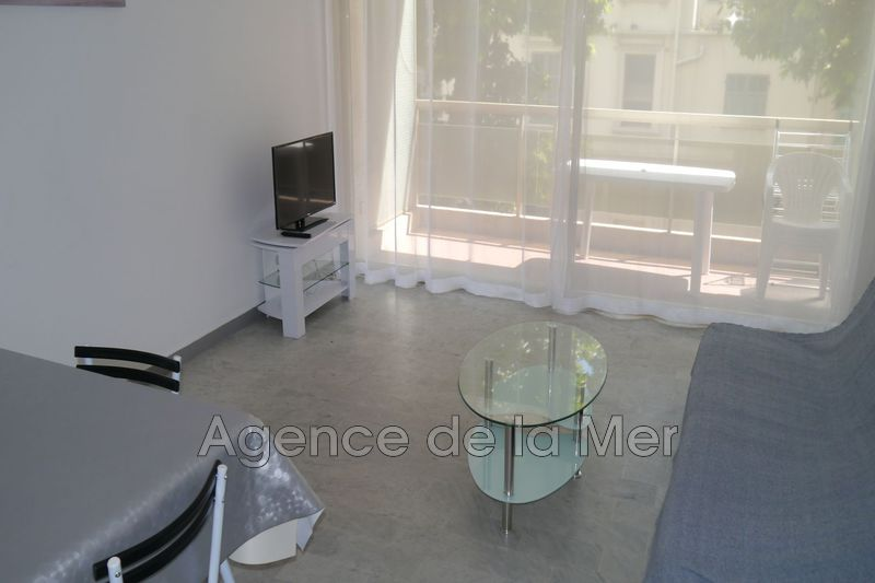 appartement  1 room  Juan-les-Pins Downtown  32 m² -