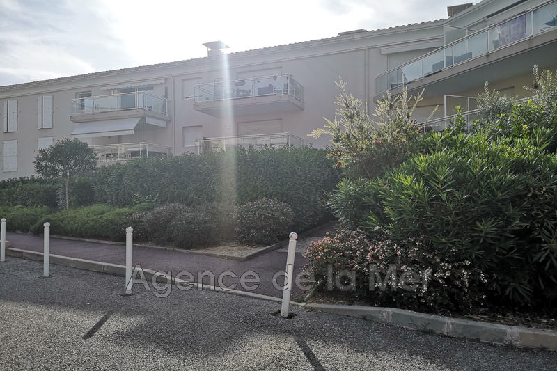 Photo Apartment Juan-les-Pins Bijou plage,   to buy apartment  2 room   35 m²