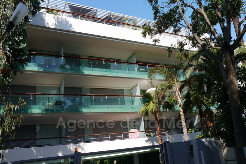 appartement  3 rooms  Juan-les-Pins Downtown  70 m² -