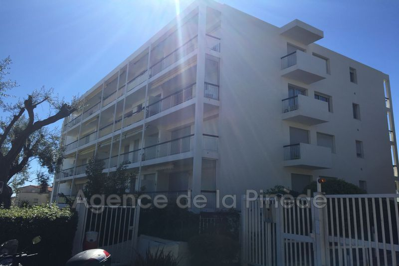 appartement  1 room  Juan-les-Pins Hauteurs antibes  32 m² -