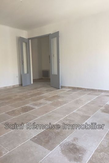 Photo Appartement Eyragues  Location appartement  4 pièces   108 m²