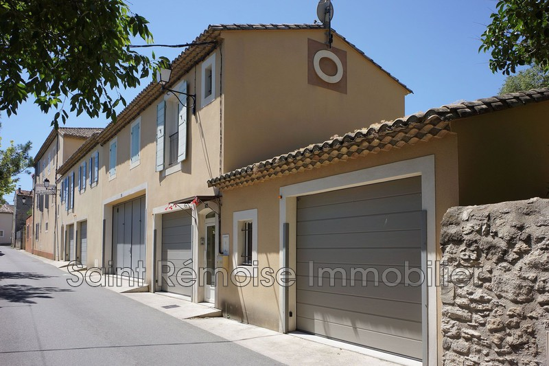 Photo Appartement Saint-Rémy-de-Provence  Location appartement  3 pièces   65 m²
