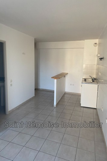 Photo Appartement Saint-Rémy-de-Provence  Location appartement  2 pièces   42 m²