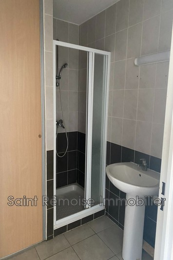 Photo Appartement Saint-Rémy-de-Provence  Location appartement  2 pièces   42m²