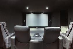 Vente maison contemporaine Aix-en-Provence SALLE CINEMA.JPG