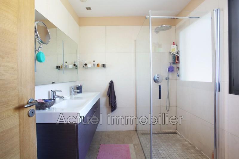 Vente maison contemporaine Aix-en-Provence SDB1.JPG