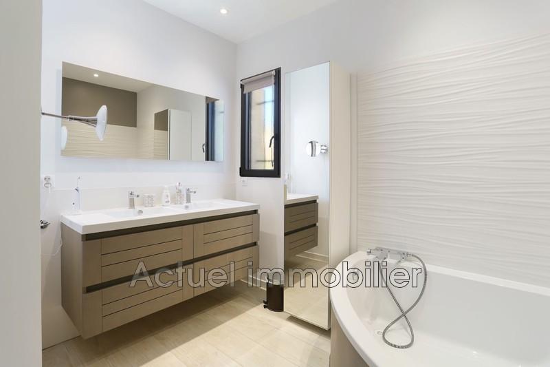 Vente maison contemporaine Aix-en-Provence SDB2.JPG