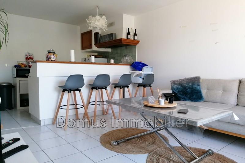 Photo Appartement Saint-Saturnin-lès-Avignon  Location appartement  2 pièces   38m²