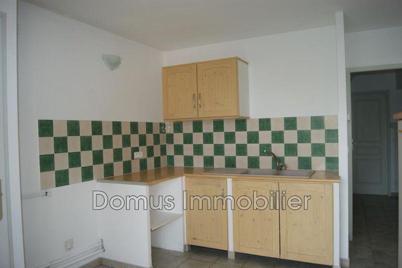 Photo Appartement Saint-Saturnin-lès-Avignon  Location appartement  3 pièces   68m²