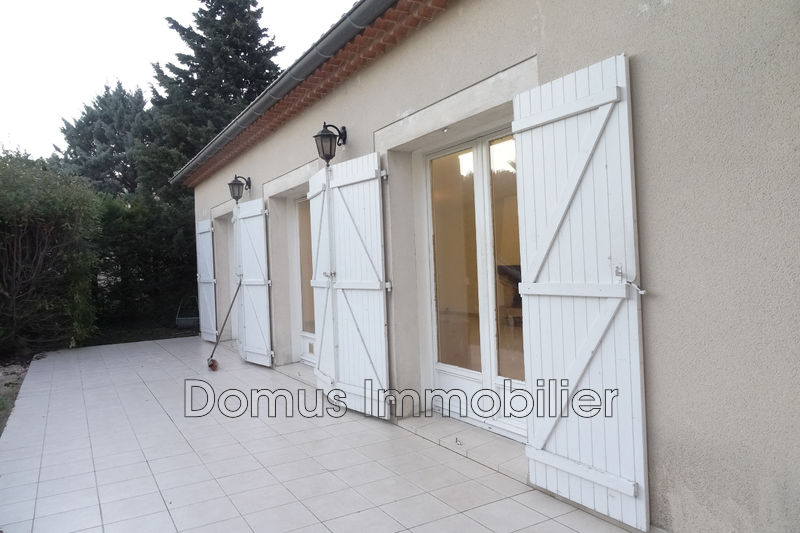Photo Villa Saint-Saturnin-lès-Avignon  Location villa  3 chambres   160 m²