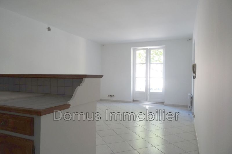 Photo Appartement Saint-Saturnin-lès-Avignon  Location appartement  2 pièces   42 m²