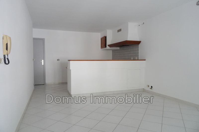 Photo Appartement Saint-Saturnin-lès-Avignon  Location appartement  2 pièces   42m²
