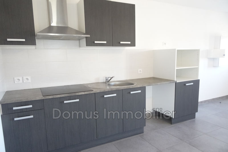 Photo Appartement Saint-Saturnin-lès-Avignon Centre-ville,  Location appartement  2 pièces   43 m²