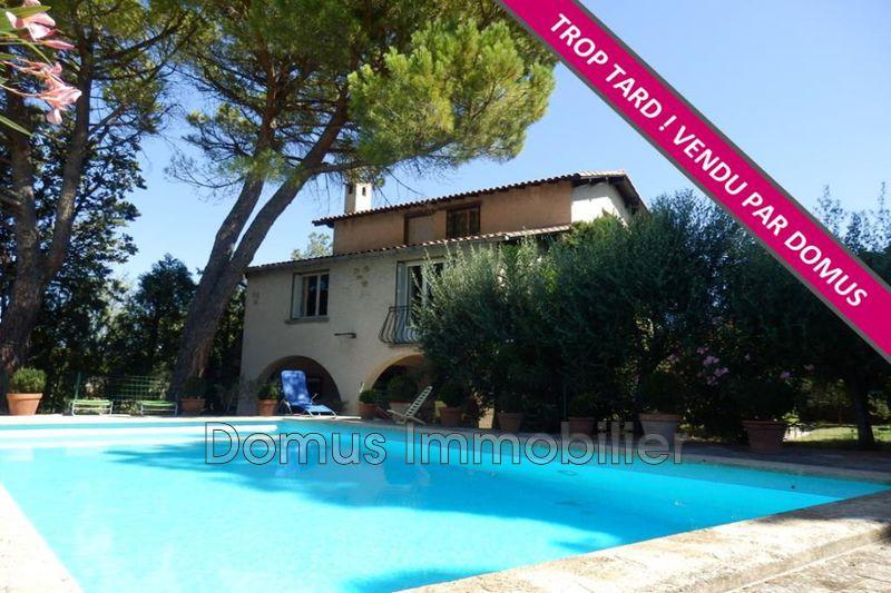 Photo Villa Saint-Saturnin-lès-Avignon   achat villa  5 chambres   200m²