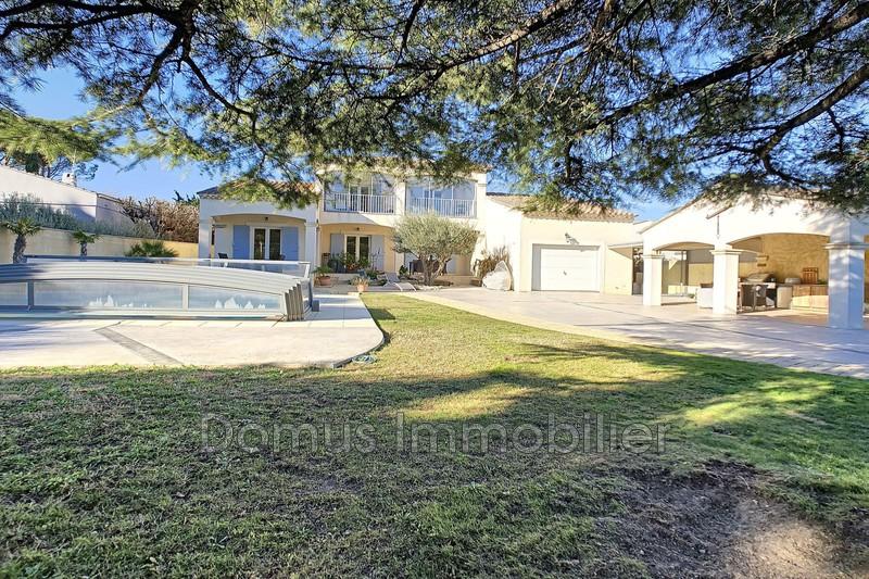 Photo Villa Saint-Saturnin-lès-Avignon   achat villa  4 chambres   220m²